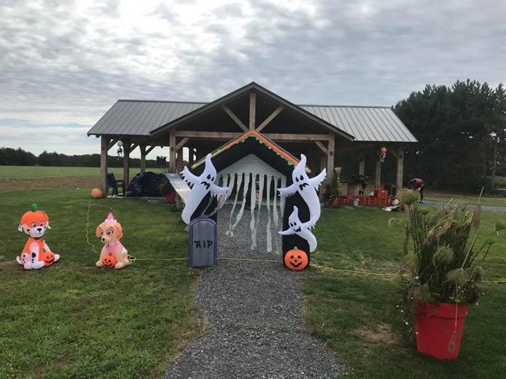 Décor d'Halloween à la Bleuetière Asselin