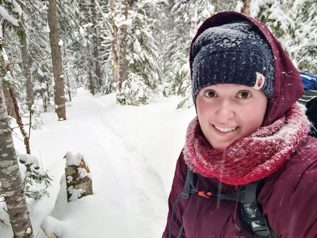 Justine Laurier dans le sentier du refuge le branchu