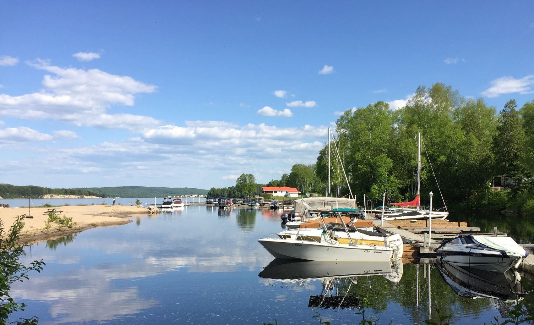 Marina Camping des roses lac Taureau